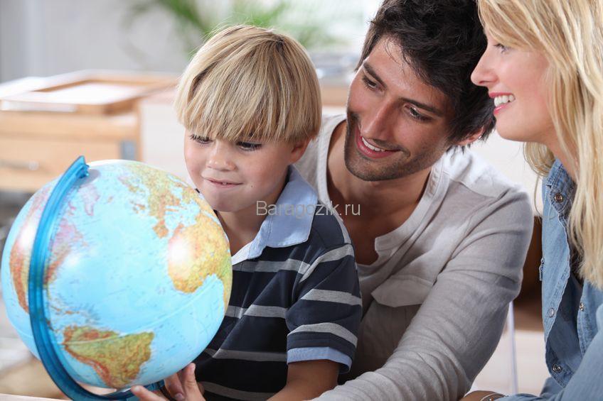 Ребенок с родителями
