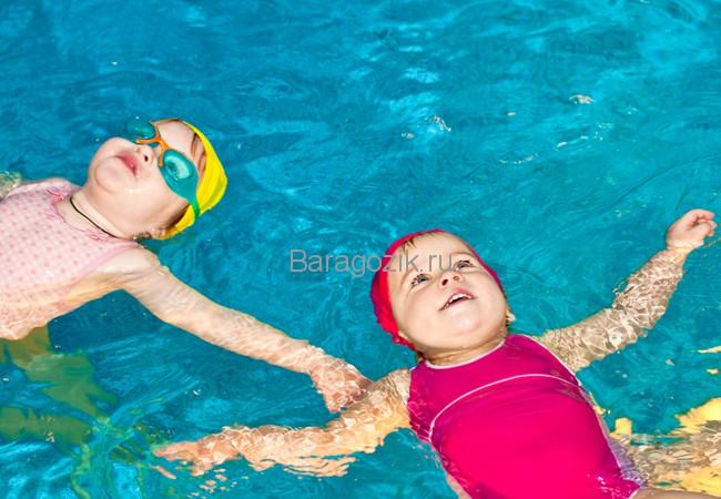 учить плавать ребенка