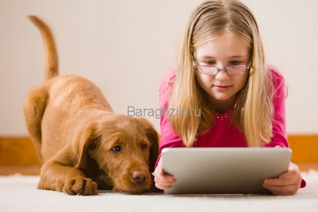 Девочка с планшетом