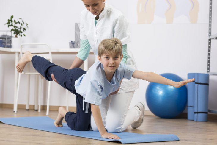 Разная длина ног: можно ли исправить, методики, показания и противопоказания, побочные эффекты и последствия